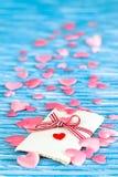 Cadeau d'amour sur le bleu Photo libre de droits