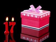 Cadeau d'anniversaire affichant Nr. 17 Photos libres de droits
