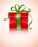 Cadeau dans le cadre rouge avec la proue verte Photographie stock libre de droits