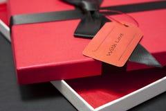 Cadeau dans un cadre rouge Image libre de droits