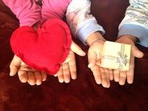 cadeau de coeur à vous Photographie stock libre de droits