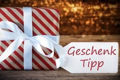 Cadeau de Noël atmosphérique avec le label, Geschenk Tipp signifie l'astuce de cadeau Photo libre de droits