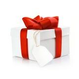 Cadeau de Noël avec l'étiquette blanc Photographie stock libre de droits
