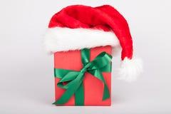 Cadeau de Noël avec le chapeau Image stock