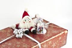 Cadeau de Noël avec Santa sur le dessus Photos libres de droits