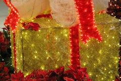 Cadeau de Noël d'or Image stock
