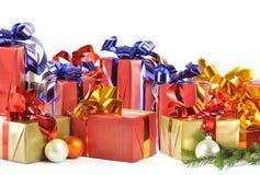 Cadeau de Noël d'isolement sur le fond blanc Photographie stock libre de droits
