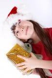 Cadeau de Noël de fixation de fille Photographie stock