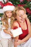 Cadeau de Noël de surprise Photo libre de droits