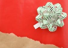 Cadeau de Noël emballé Photo stock