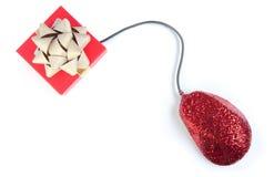 Cadeau de Noël et souris d'ordinateur avec le scintillement Photographie stock libre de droits