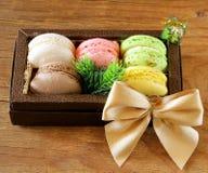 Cadeau de Noël français multicolore de bonbon à macarons Photos stock