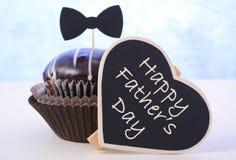Cadeau de petit gâteau de jour de pères Photos stock