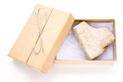 Cadeau de roche de coeur Photographie stock