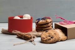 Cadeau de Valentine avec des bonbons Image libre de droits