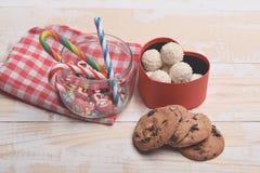 Cadeau de Valentine avec des bonbons Photos libres de droits