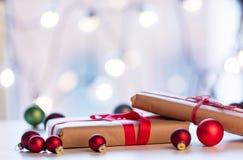 Cadeau et babioles de Noël Images libres de droits