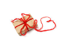Cadeau et coeurs rouges Photographie stock libre de droits