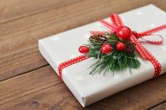 Cadeau et houx Photo stock
