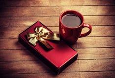 Cadeau et tasse de café Photos libres de droits