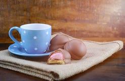 Cadeau heureux de pères des biscuits de café et de guimauve Photographie stock