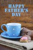 Cadeau heureux de pères des biscuits de café et de guimauve Images libres de droits