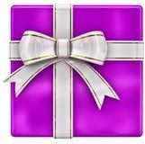 Cadeau lilas de Noël avec la bande et la proue blanches Images stock