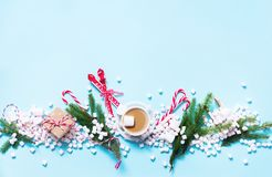Cadeau Mini Marshmallows Candy Cane Cocoa de Noël Photo stock