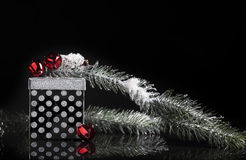 Cadeau noir argenté de Noël image stock