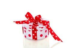 Cadeau pointillé blanc rouge Photos libres de droits
