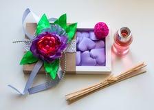 Cadeau pour des filles le 8 mars ou jour du ` s de Valentine Photo stock