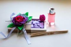Cadeau pour des filles le 8 mars ou jour du ` s de Valentine Image stock