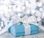 """cadeau pour elle la valentine \ le """"jour de s - les vacances présentent le concept photographie stock libre de droits"""