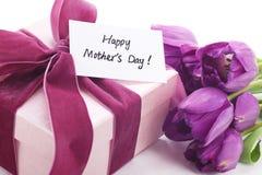 Cadeau pour le jour de mère Image libre de droits