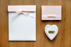 Cadeau réglé avec la carte flash d'usb Image stock