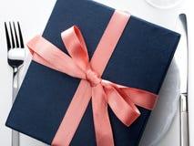 Cadeau romantique d'une plaque Photographie stock libre de droits