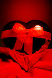Cadeau rouge de coeur photo libre de droits