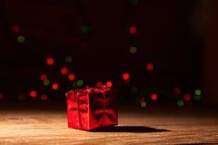 Cadeau rouge et blistyaschy Photos libres de droits