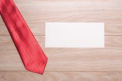 Cadeau toujours rouge de cravate d'amour Image libre de droits