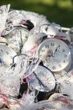 Cadeaux blancs et noirs d'horloges image libre de droits