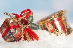 Cadeaux dans la neige photo libre de droits