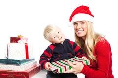 Cadeaux de famille de Noël photos stock