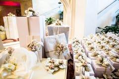 Cadeaux de mariage pour l'invité Image libre de droits