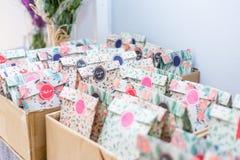 Cadeaux de mariage pour les invités photographie stock libre de droits