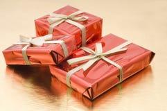 cadeaux de Noël de cadre rouges image libre de droits
