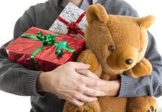 Cadeaux de Noël de fixation d'homme Photographie stock libre de droits