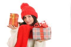 Cadeaux de Noël de fixation de femme Photos stock