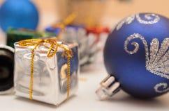Cadeaux de Noël et d'an neuf Images libres de droits