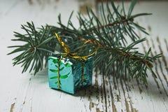 Cadeaux de Noël et jouets de Noël d'isolement sur le fond blanc Images libres de droits