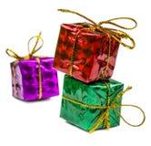 Cadeaux de Noël et jouets de Noël d'isolement sur le fond blanc Photo stock